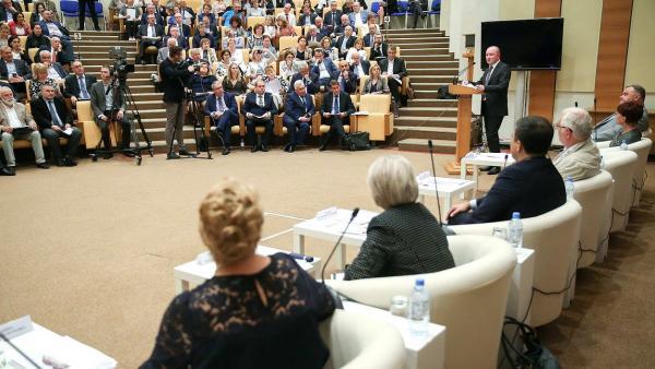 """Рамил Хабриев: """"Клинические рекомендации в России должны отвечать международным стандартам"""""""